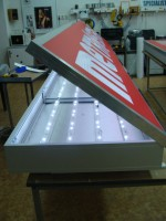 Plošný panel prosvětlený pomocí LED