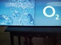 Lepený plexi Box s digitálním tiskem. V čele lepena 3D písmena O2