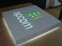 Tvarovaný Dibond panel. Otvorry podloženy plexi. Přední prosvícení se světelnou koronou