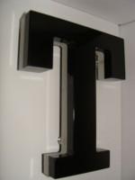 Blok LED písmeno s čelní nesvětelnou stěnou a částečně bočním a zadním osvícením